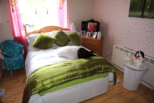 Dunvale House, Derry~Londonderry, a typical bedroom